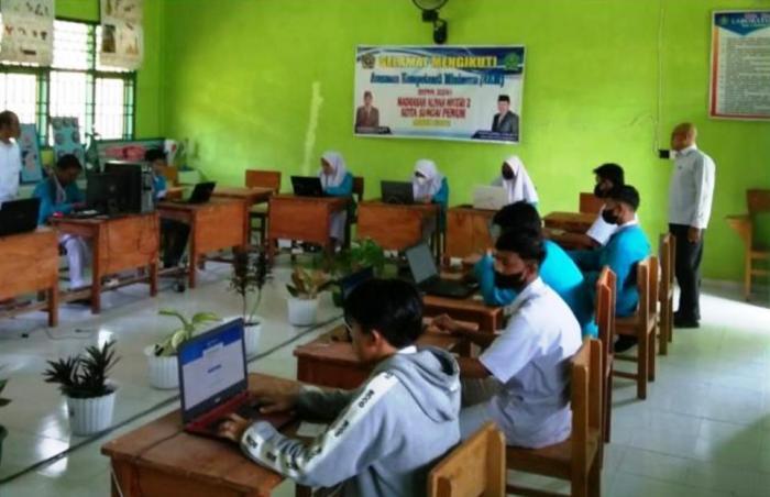 Pelaksanaan ANBK dan Survei Lingkungan Belajar di MAN 2 Sungai Penuh